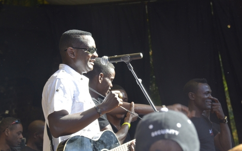 Sulumani Chimbetu on stage at HIFA