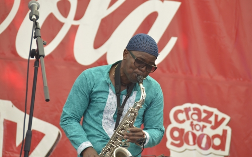Ivan Mazuze on the sax at HIFA