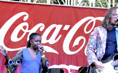 Chiwoniso Maraire joins Chikwata.263 on stage