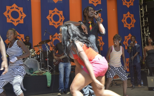 Mampi and Roki on stage at HIFA
