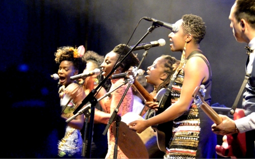 Shingai Shoniwa  is joined on stage by Hope Masike, Chiwoniso Maraire and Tariro Ne Gitare