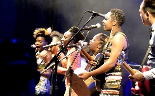 Shingai Shoniwa  is joined on stage by Hope Masike, Chiwoniso Maraire and Tariro Ne Gitare