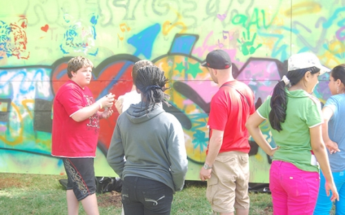Children have fun at the graffitti workshop