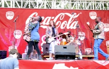 Chiwoniso Maraire on stage with Chikwata.263