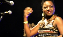 Tariro Ne Gitare joins The Noisettes on stage at HIFA